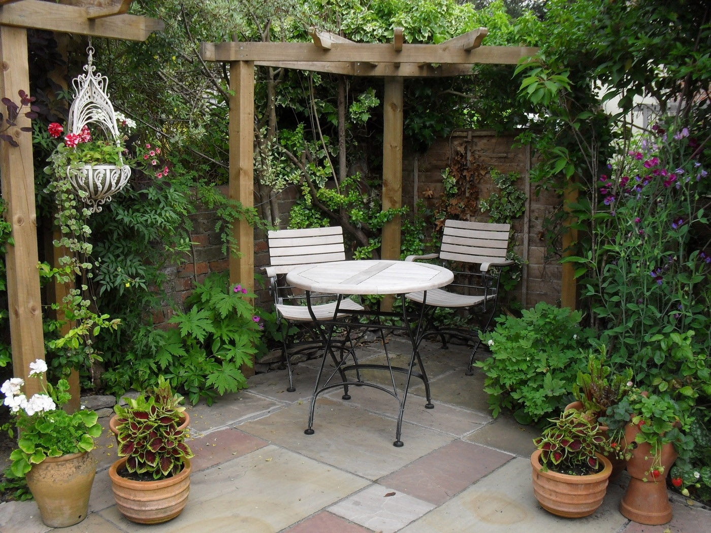 17 Best Ideas About Small Patio Gardens On Pinterest | Patio pertaining to The Best Ideas For Sunset Garden Apartments