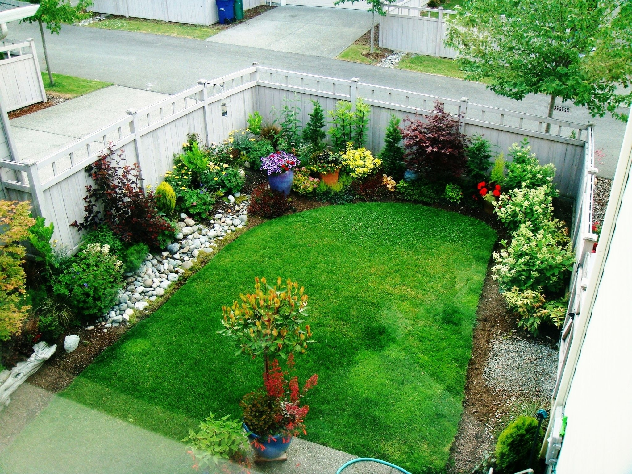 25+ Best Ideas About Small Gardens On Pinterest | Small Garden with Small Garden Ideas