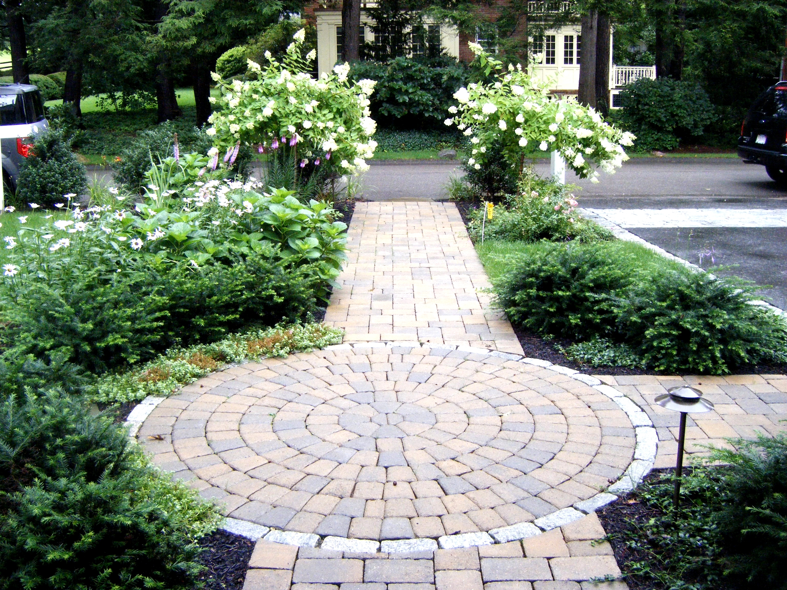 20 gorgeous front sidewalk landscaping ideas for your house garden design - Garden pathway design ideas with some natural stones trails ...