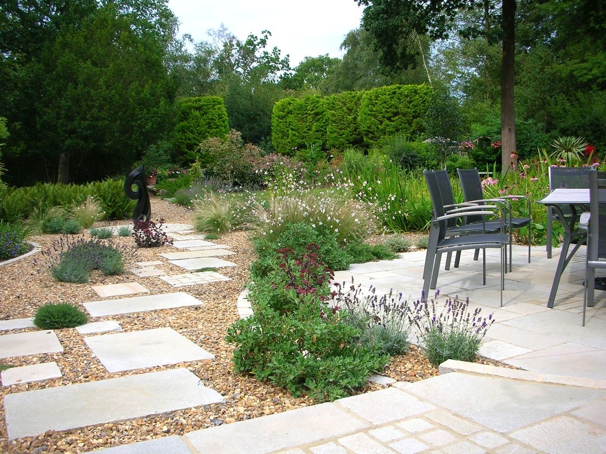 Paving ideas for small back gardens garden design for Small garden design pictures
