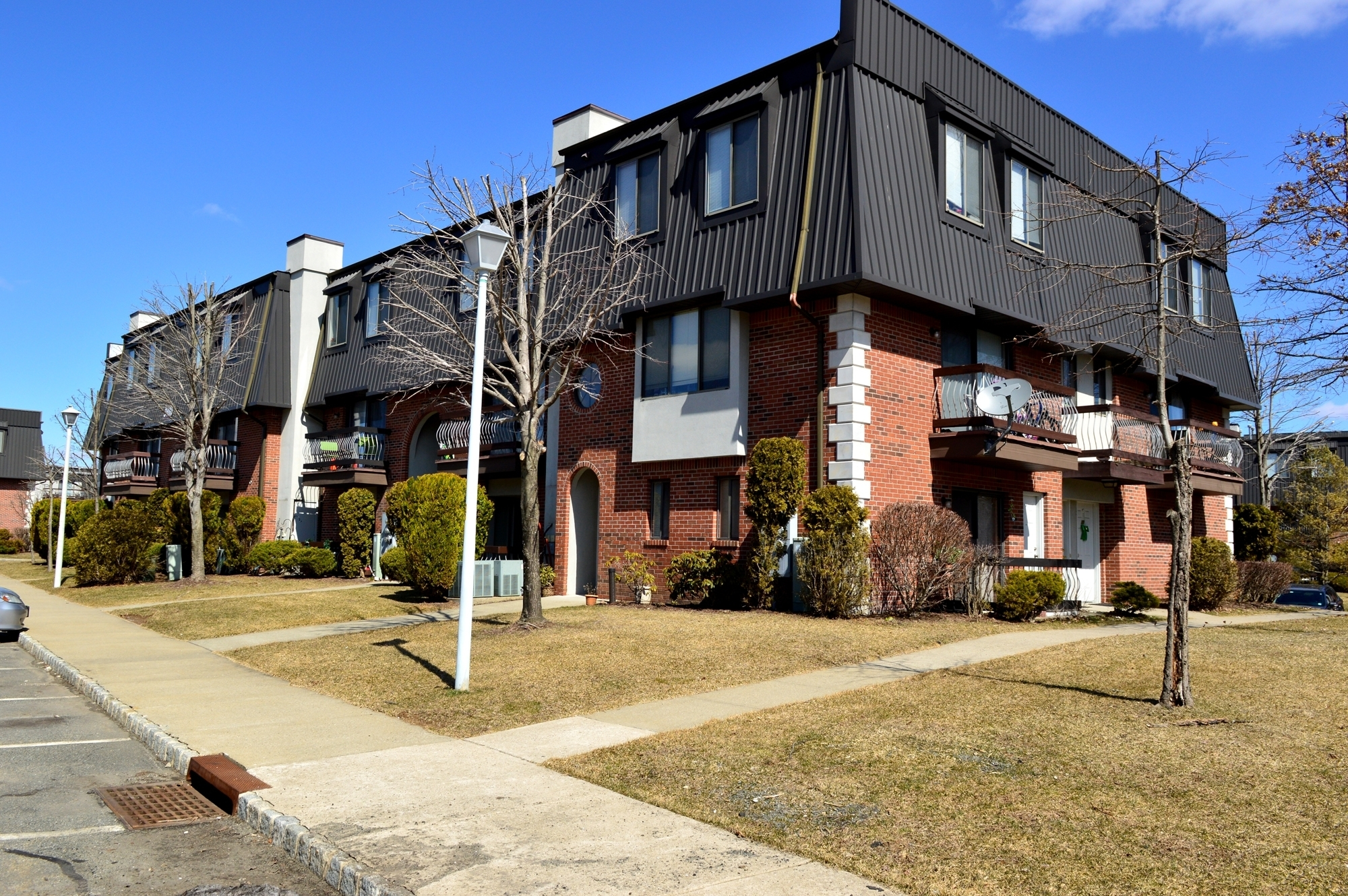 Kislak Completes $136M Multifamily Property Sale–Largest In New with Pine Gardens Apartments