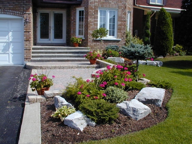Landscaping ideas for a very small front yard garden design for Very small garden designs