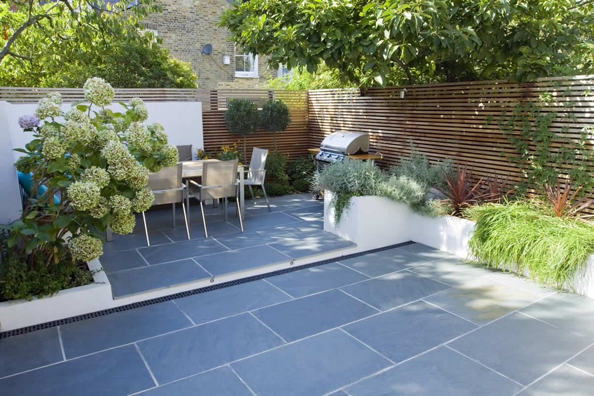 Paving ideas for small back gardens garden design for Back garden ideas