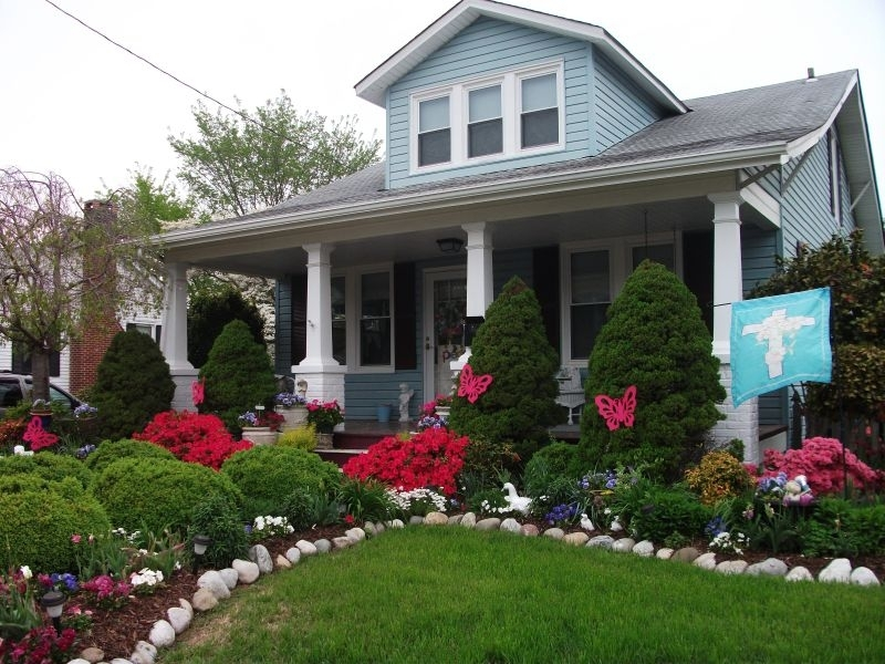Front Yard Landscaping With Small Grass Area For A Bungalow, Love for Landscaping Ideas Front Yard Bay Window