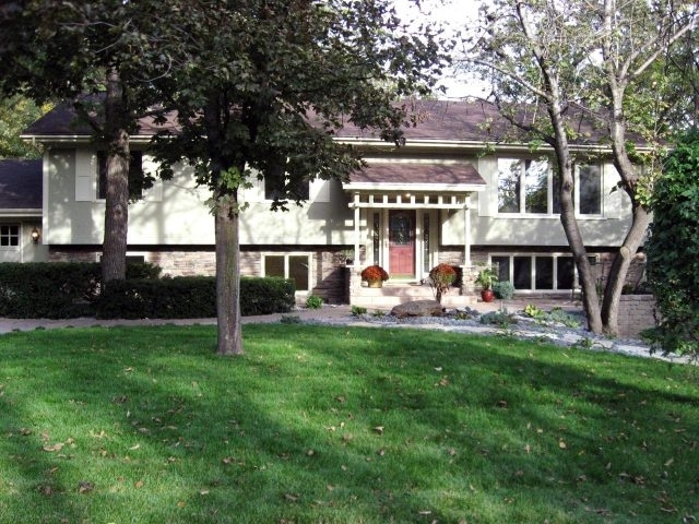 Suburban Front Yard Landscaping Ideas - Amys Office with regard to Landscaping Ideas For Front Yard Of Split-Level Home