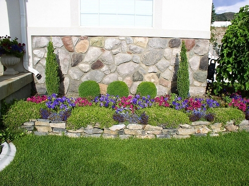 Decorating Flower Beds | Small Yard Landscape, Flower Beds - Yard in Landscaping Ideas For Small Flower Gardens