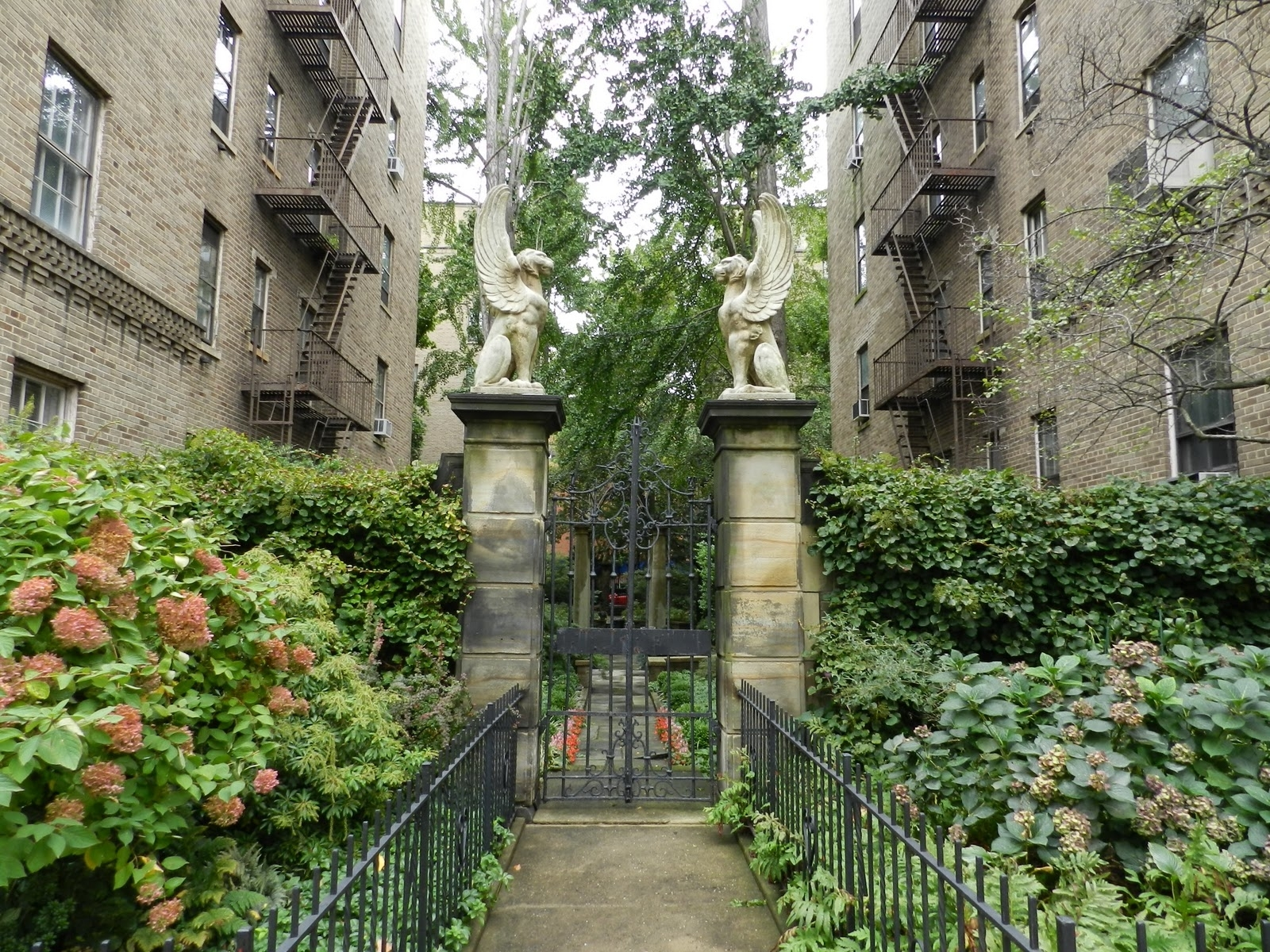 Mike's Historic Buildings: Nyc Sidetrip: Jackson Heights Historic with Garden Heights Apartments