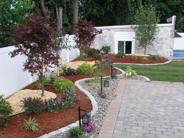 Small Entryway Landscaping Ideas   26 Phenomenal Landscape Edging with Garden Designs For The Front Yard
