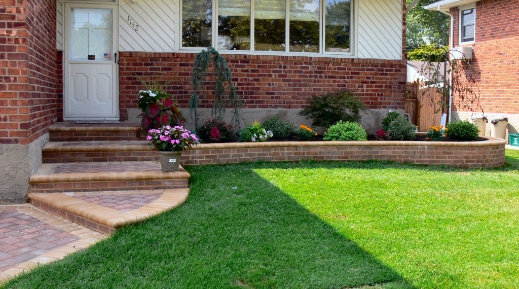 Landscape Design Ideas For Front Yards with Landscaping Ideas For Small City Front Yards