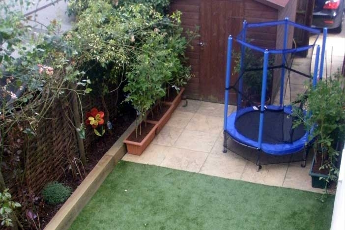 Simple garden design ideas for small gardens garden design for Simple garden designs for small gardens