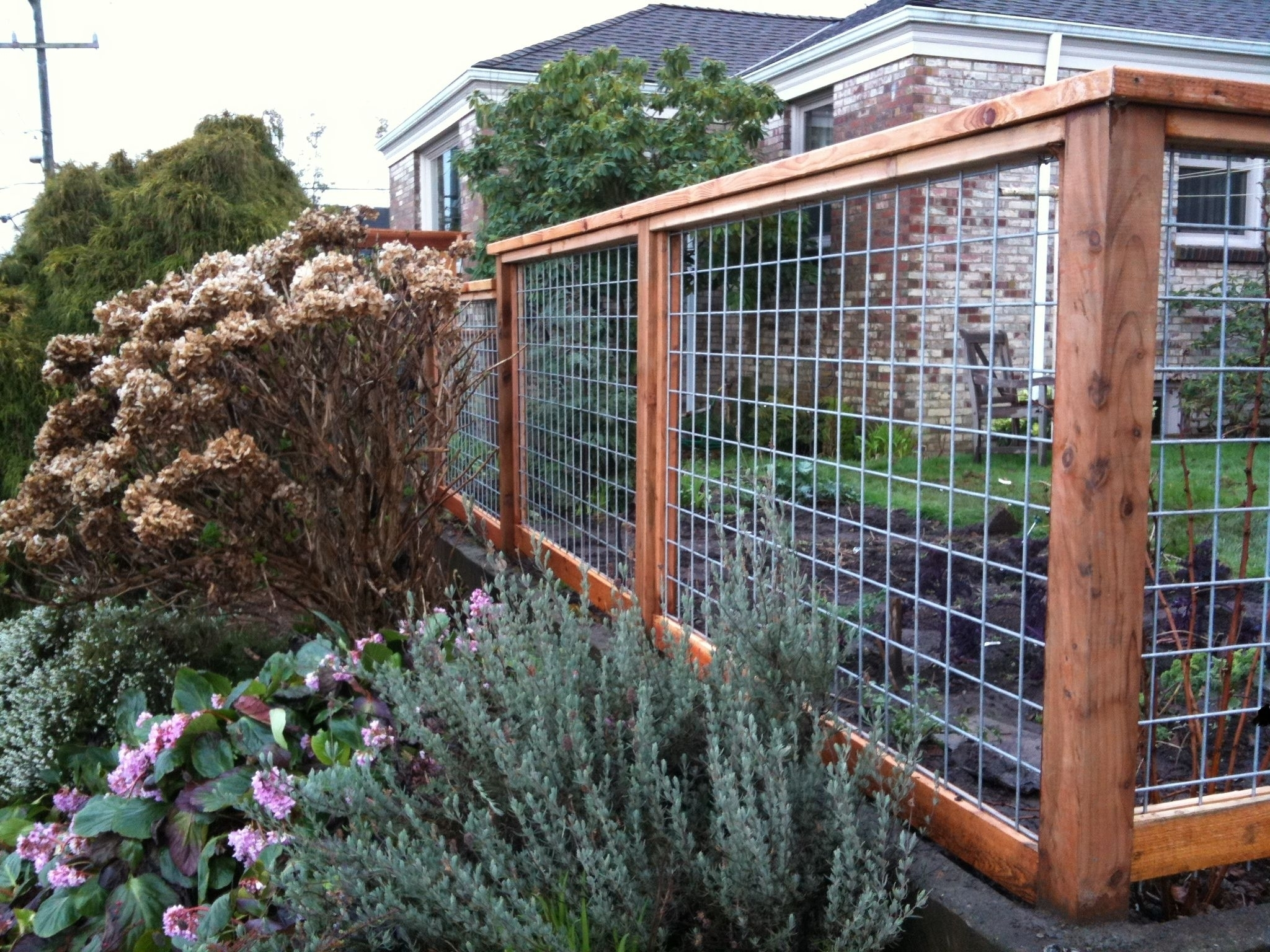 Awesome-Backyard-Garden-Fence-Ideas -Regarding-Inspirational-Home-Decorating intended for Backyard Garden Fence Ideas