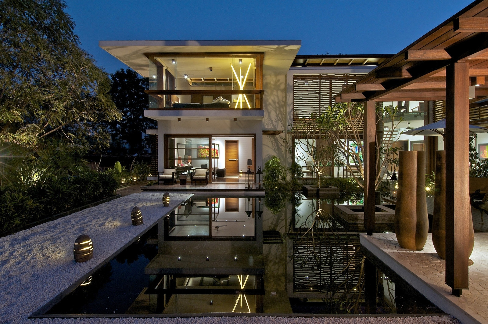 Timeless Contemporary House In India With Courtyard Zen Garden inside House Design With Garden India