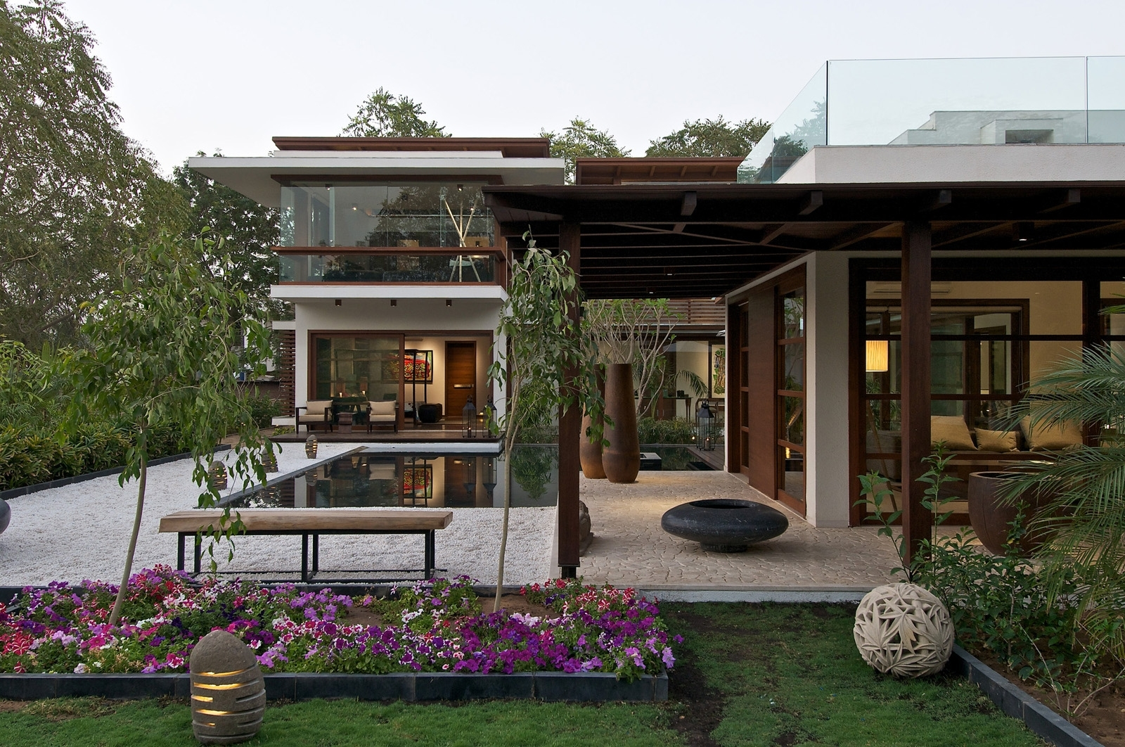 Timeless Contemporary House In India With Courtyard Zen Garden intended for House Design With Garden India