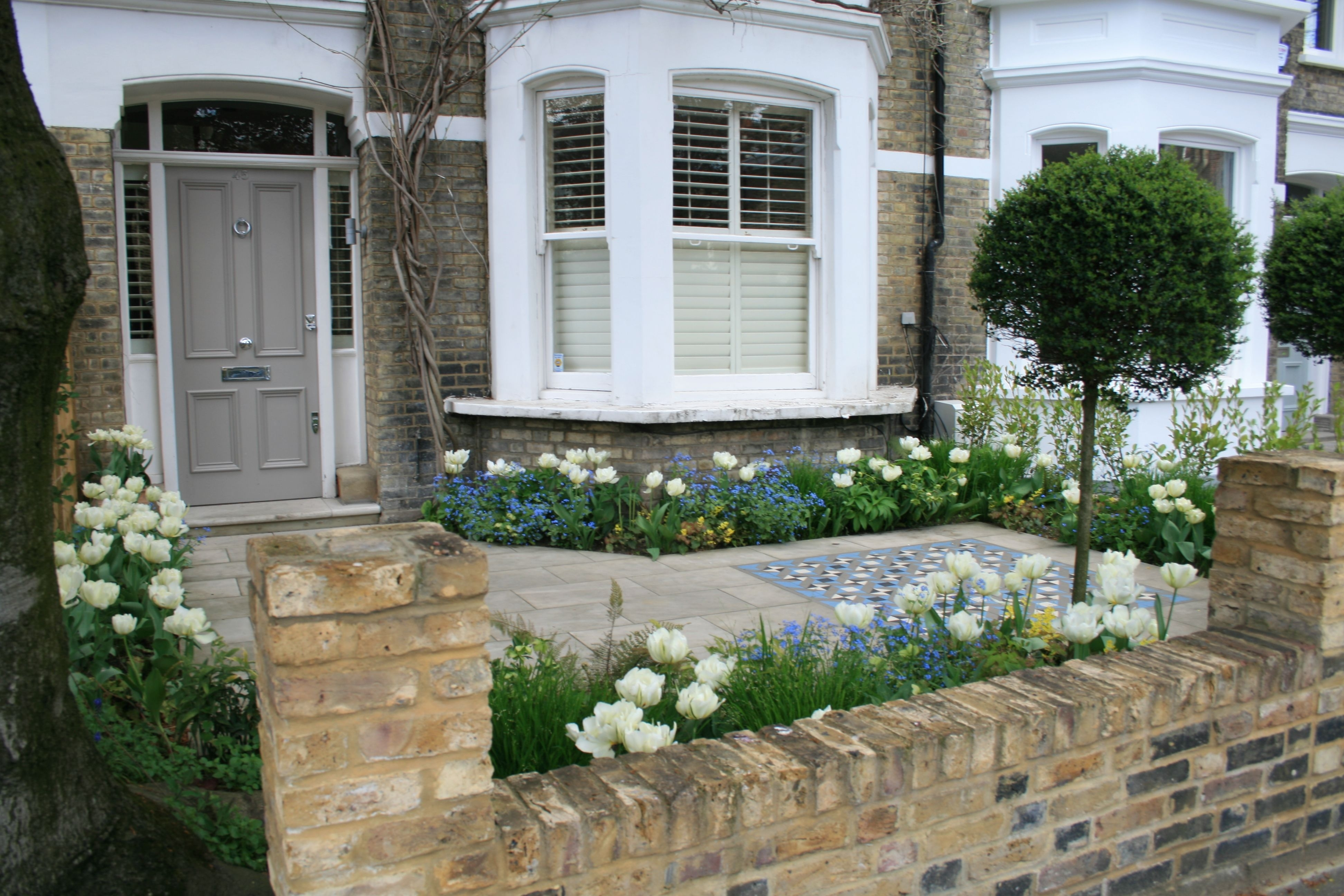 """White Flowers Are Nice, Could These Be """"meadow""""? Intersperse With with Victorian Terraced House Garden Design Ideas"""